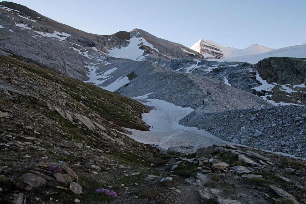 Photo of the Barrhorn hike trail on the Turtmanntal side in Valais/Wallis, Switzerland