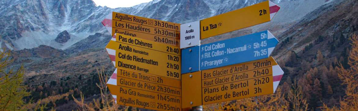 Photo of signs for Swiss hiking trails
