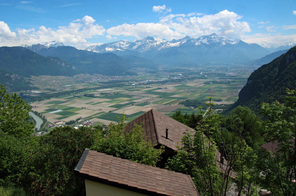 Photo of the view of the Rhone valley near Le Flon, on the Lac de Tanay hike, Vallais/Wallis   Hiking in Switzerland, Lake Geneva Region