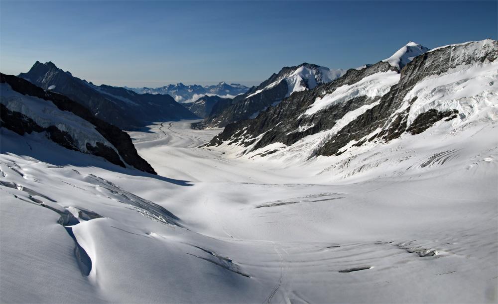 Photo of the Aletsch glacier on the Jungfraujoch to Mönchsjochhütte glacier walk | Hiking in Switzerland
